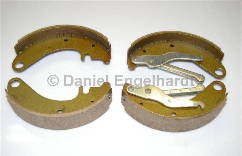 machoires de frein avant kit 2cv ak400 ami 6 8 freins tambour 220 45 mm refabrication. Black Bedroom Furniture Sets. Home Design Ideas
